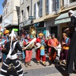 2013 - LA 'TIT FANFARE CIRKUS  - Iles sur sorgues - jonglage et échasse