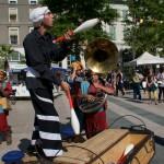 2015 Hestivoc La tit fanfare cirkus Remy jonglage et Caravane